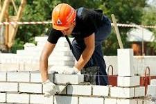 Каменщик в Латвии